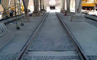 Báscula de vagones empotrada en suelo con plataforma metálica